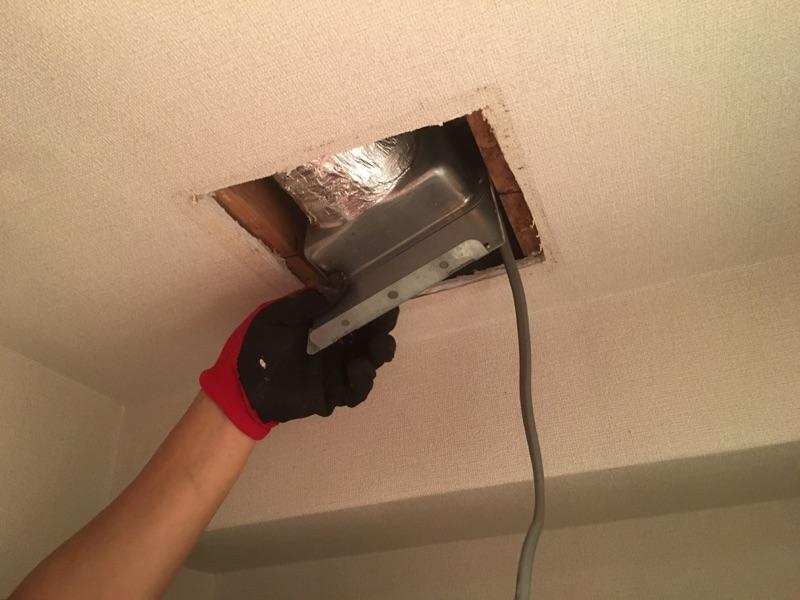 室内換気扇(トイレ)取替 施工中