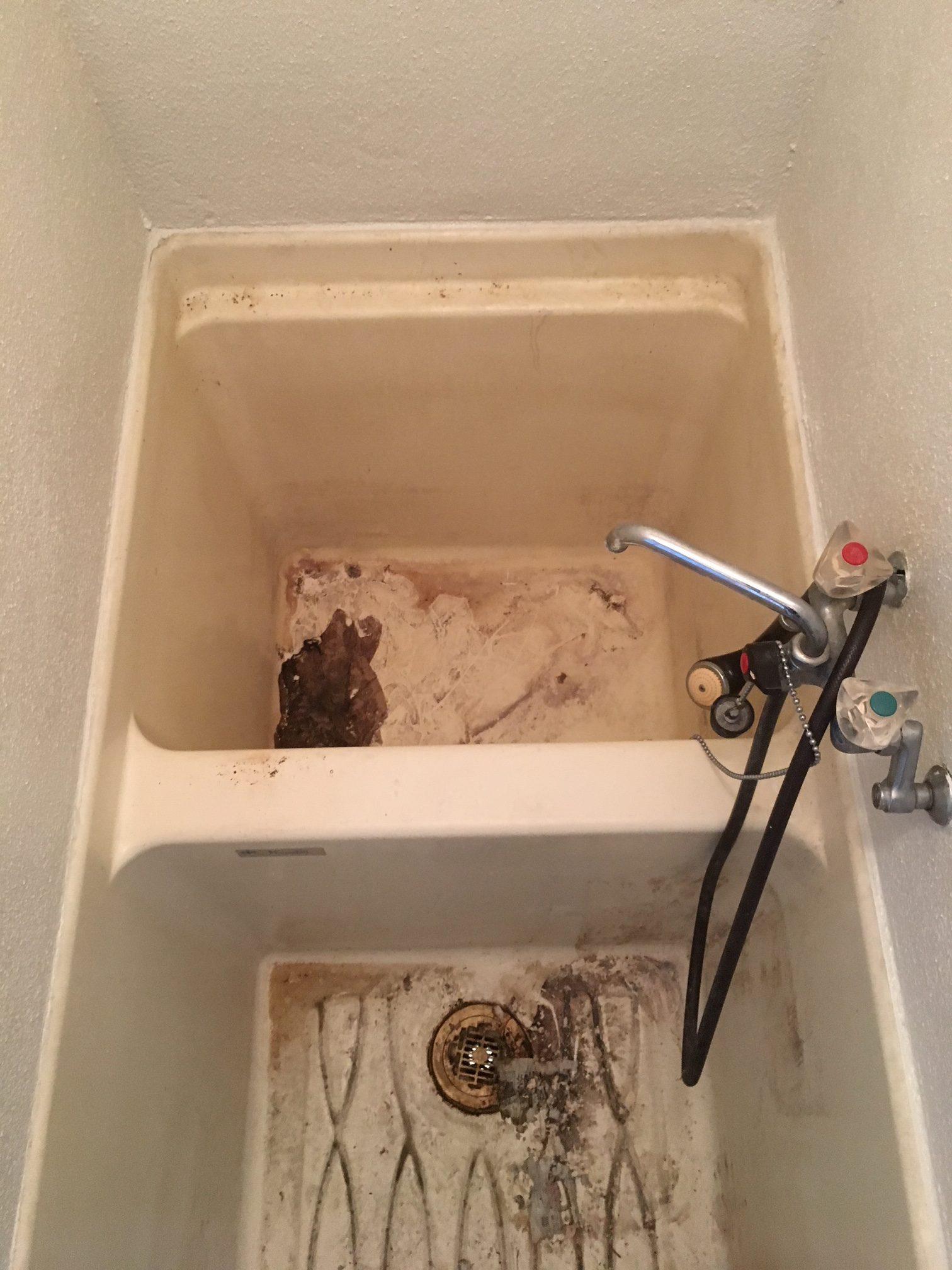 賃貸退居後空部屋清掃 浴室 清掃前