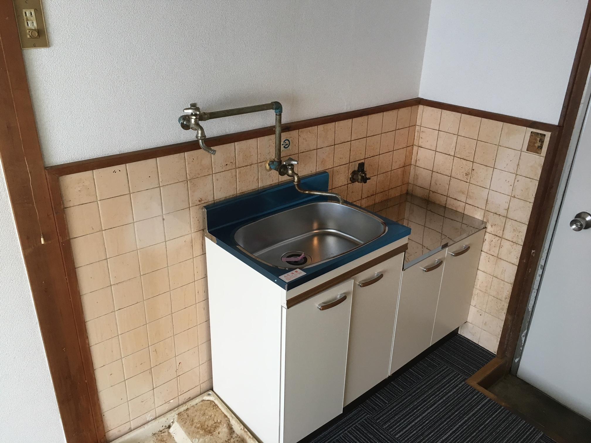 賃貸退居後空部屋清掃 キッチン 清掃前